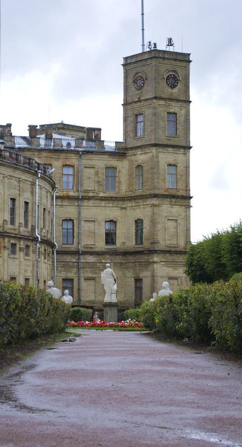 Poseer el jardín del palacio de Gatchina imagen de archivo libre de regalías