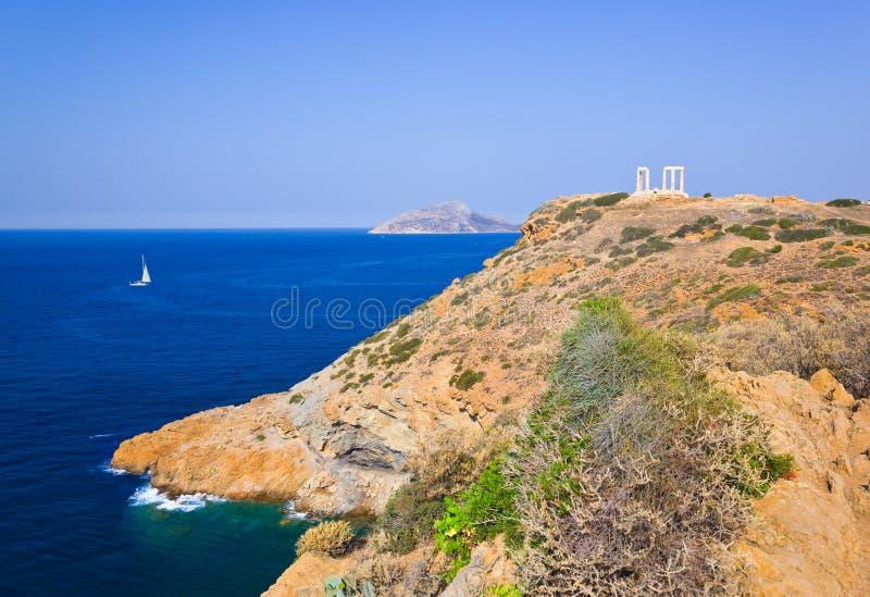 Poseidon tempel på udd Sounion nära Athens, Grekland royaltyfria foton