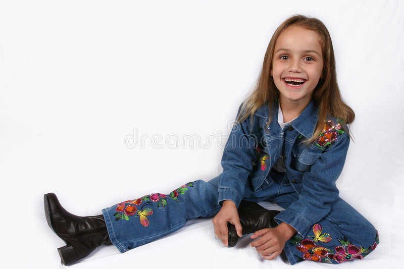 posera barn för flicka arkivbild
