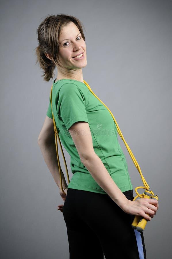 posera för instruktör för aerobics lyckligt arkivfoton