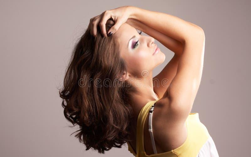 posera för modeflicka royaltyfri bild