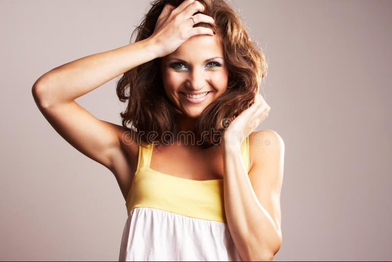 posera för modeflicka royaltyfri foto
