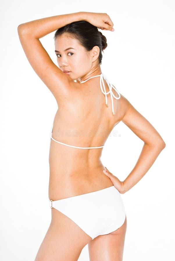 Posera i en bikini 7 royaltyfri bild