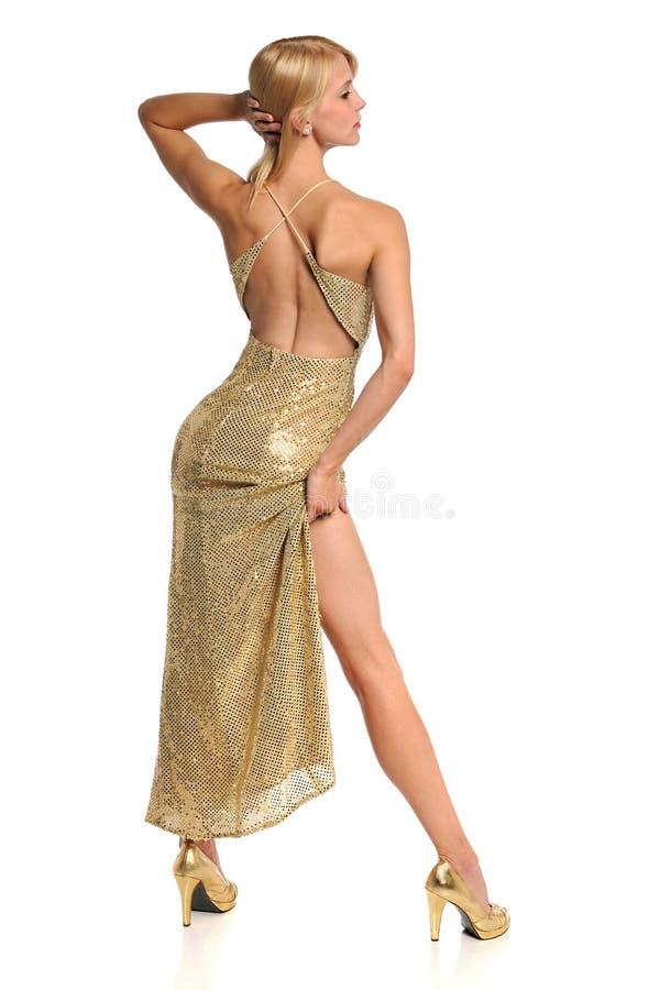 posera kvinna för guldkappastående royaltyfri fotografi