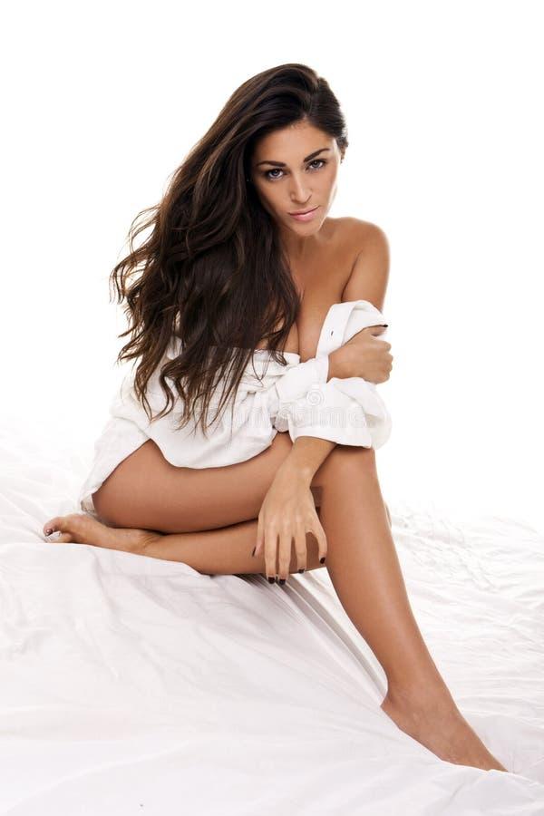 posera kvinna för härligt underlag royaltyfri fotografi