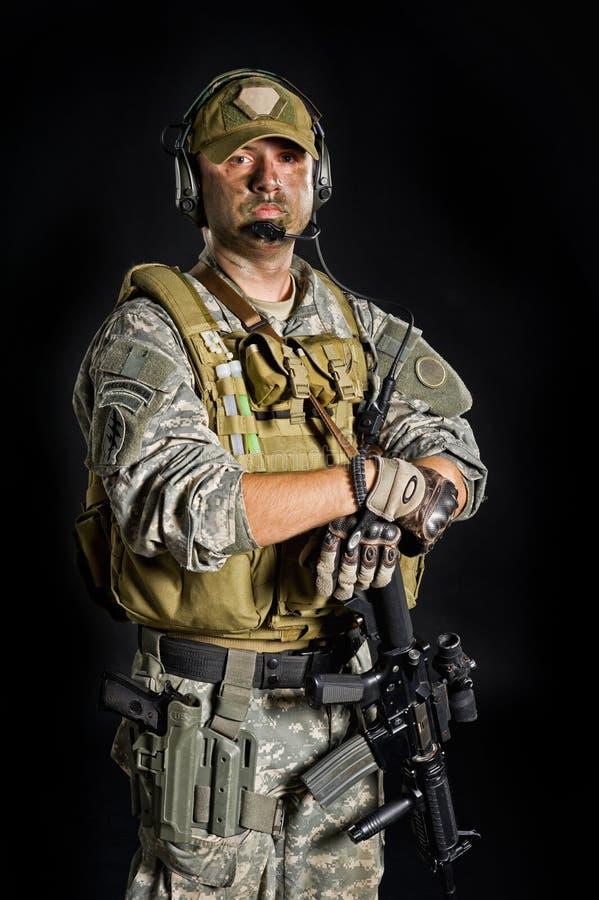 posera soldat för tryckspruta royaltyfri foto