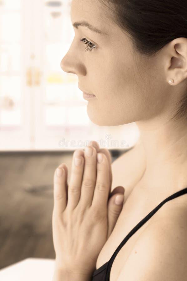 posera traditionell yoga arkivbilder