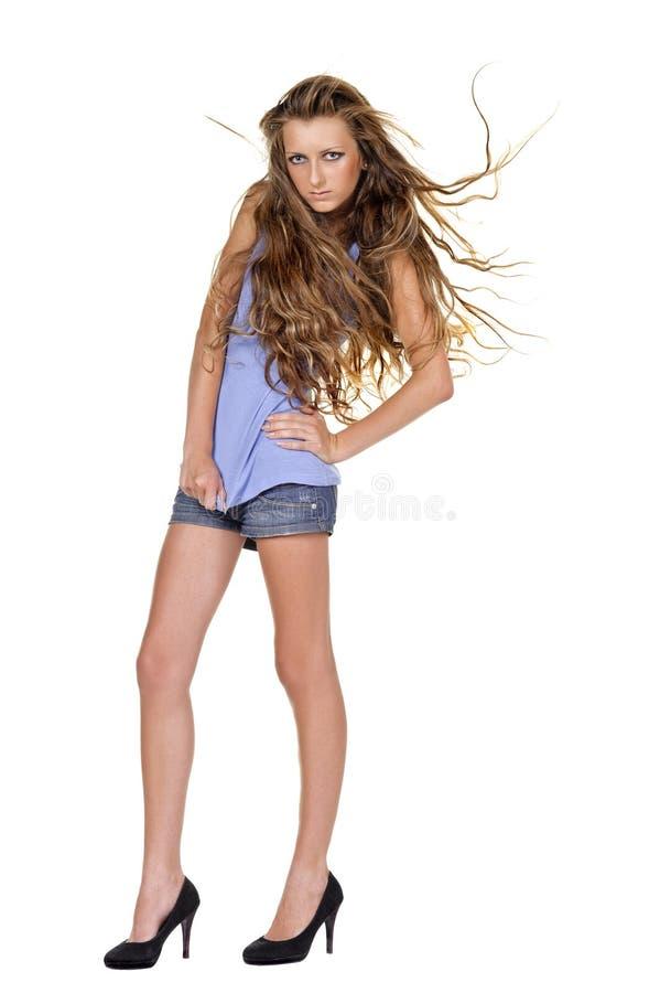 posera wind för modemodell royaltyfri bild