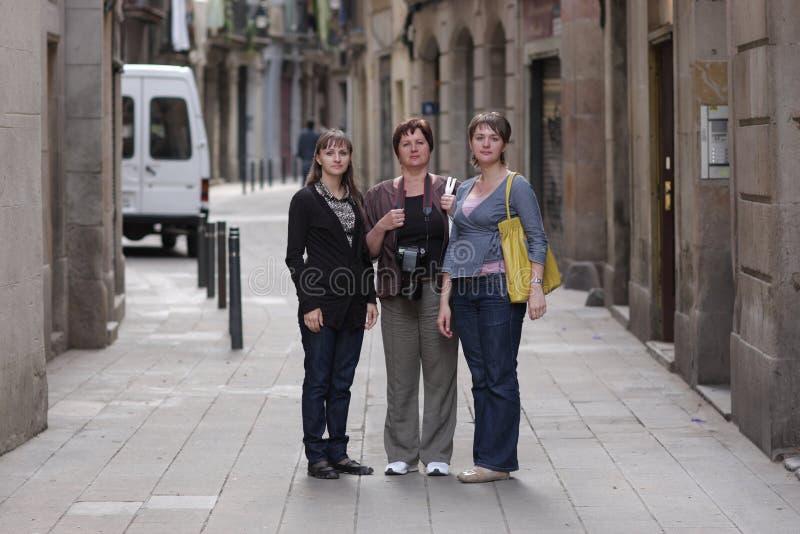 Poses das mulheres no quarto gótico de Barcelona fotografia de stock royalty free