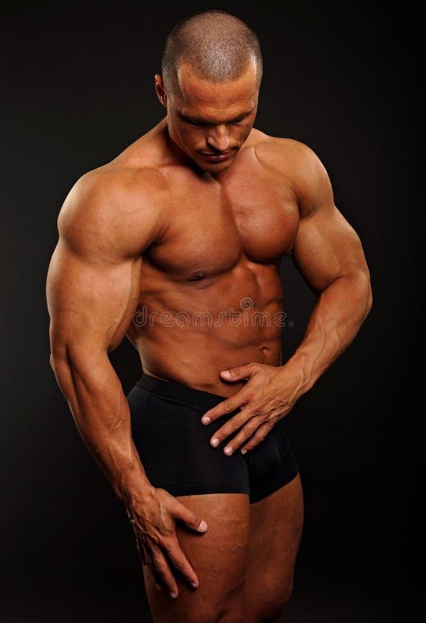 Download Poses musculaires d'homme image stock. Image du effort - 45359287