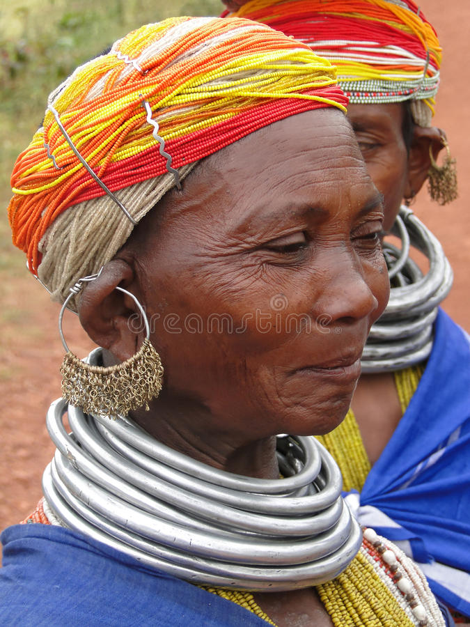 Poses tribais da mulher de Bonda para um retrato fotografia de stock
