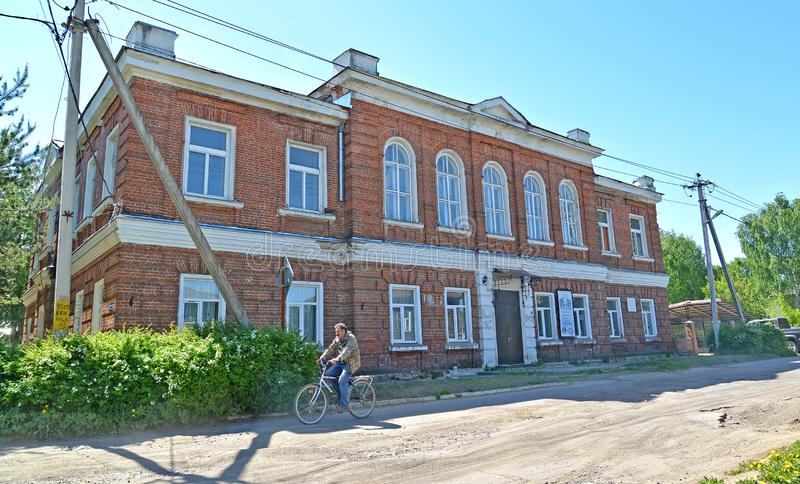 POSHEKHONJE RYSSLAND Kontorsbyggnad från en röd tegelsten arkivbilder