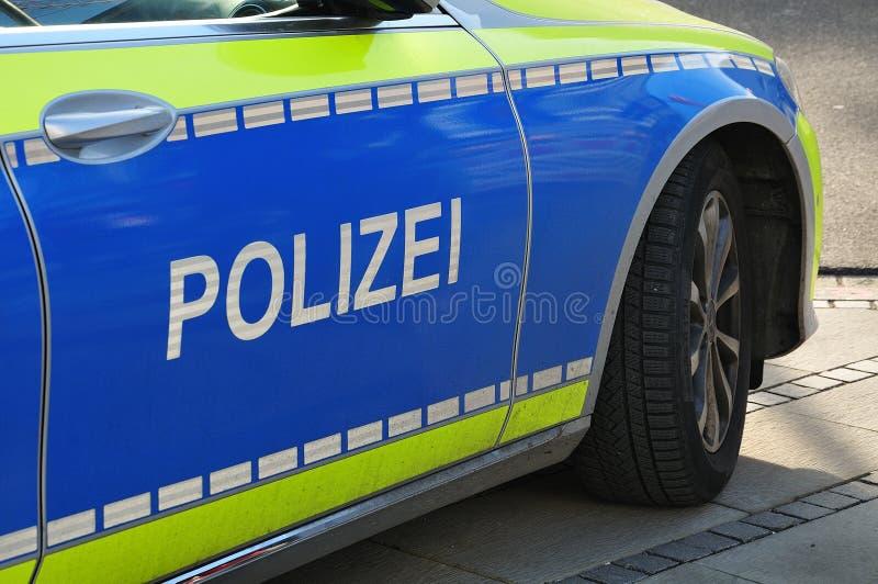Posição alemão do carro de polícia no passeio imagens de stock royalty free