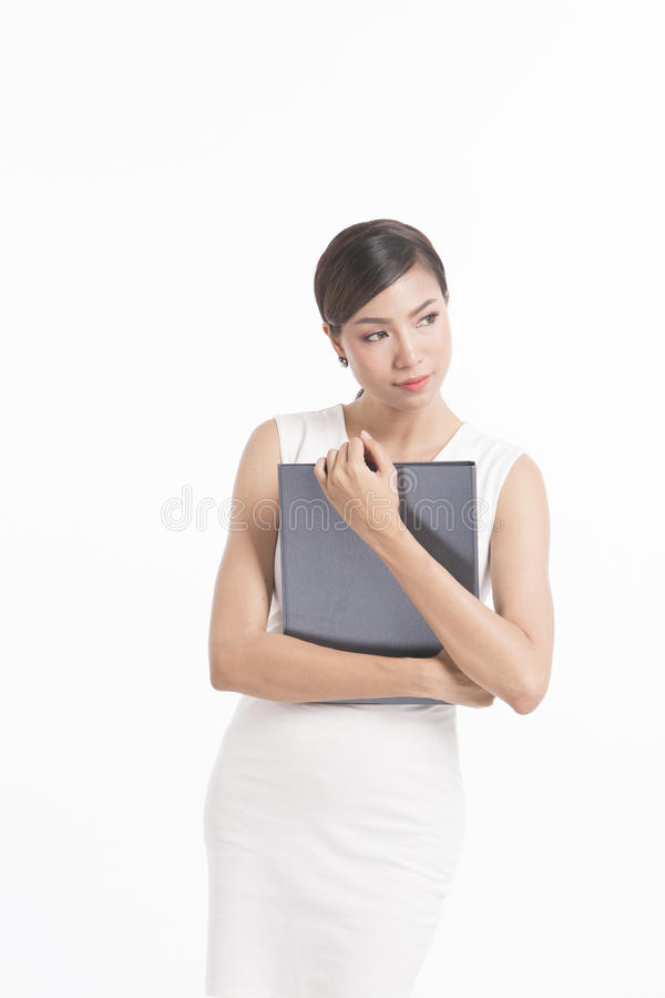 Posição da mulher de negócio, arquivo de terra arrendada e acautelar-se o vestido branco fotos de stock royalty free
