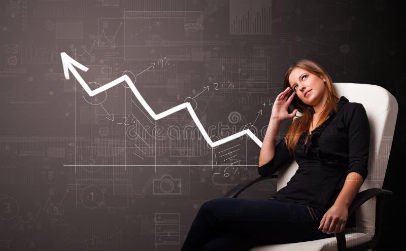 Posição da pessoa com conceito crescente do gráfico foto de stock