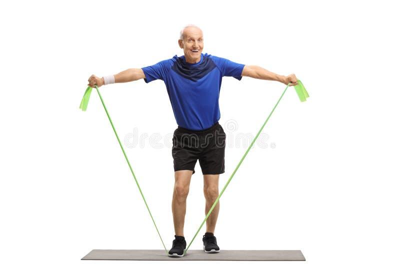 Posição superior em uma esteira do exercício e dar certo com uma borracha foto de stock royalty free