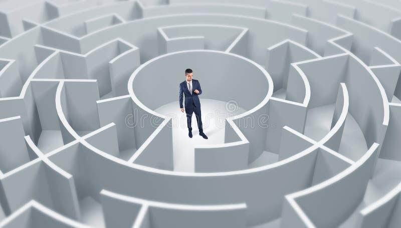 Posi??o do homem de neg?cios em um meio de um labirinto redondo ilustração royalty free