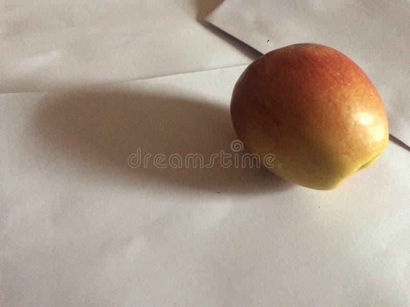 Posición asombrosa de la fruta a la pintura imagen de archivo libre de regalías