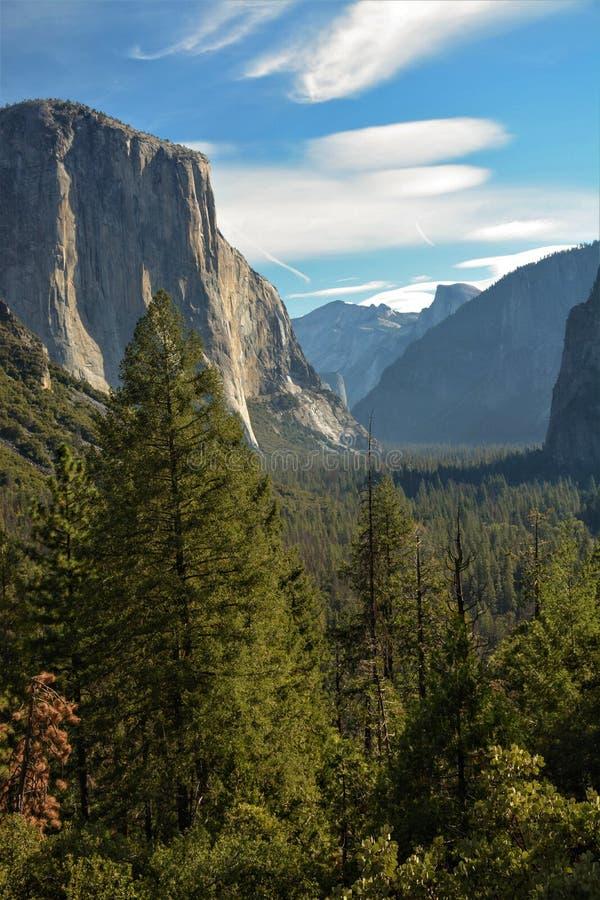 Posición ventajosa de la opinión del túnel en Yosemite fotos de archivo libres de regalías