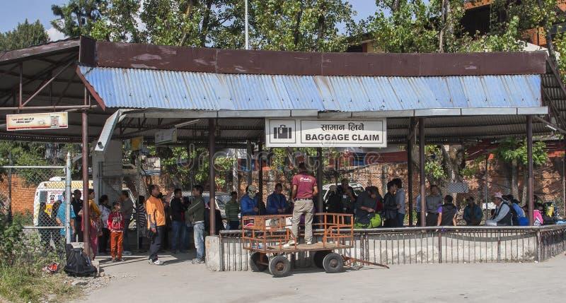 Posicione a bagagem no aeroporto em Kathmandu imagem de stock royalty free