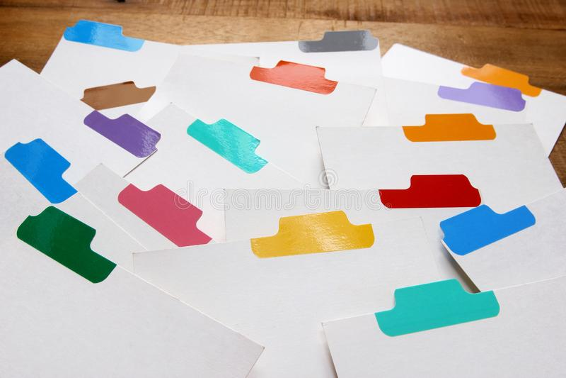 Posicione cartões com etiquetas da cor fotografia de stock