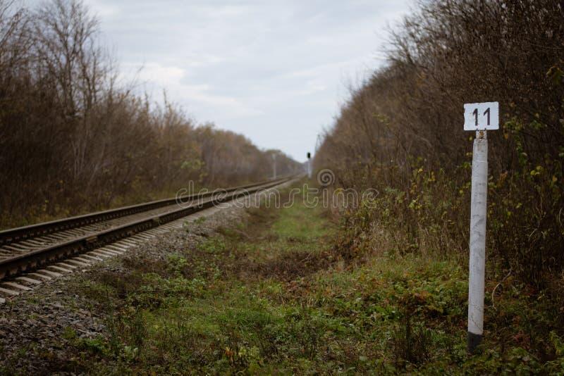Posicione do décimo primeiro quilômetro da estrada de ferro fotos de stock royalty free