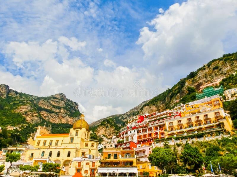 Positano, Ιταλία κατά μήκος της ζαλίζοντας ακτής της Αμάλφης στοκ εικόνες με δικαίωμα ελεύθερης χρήσης