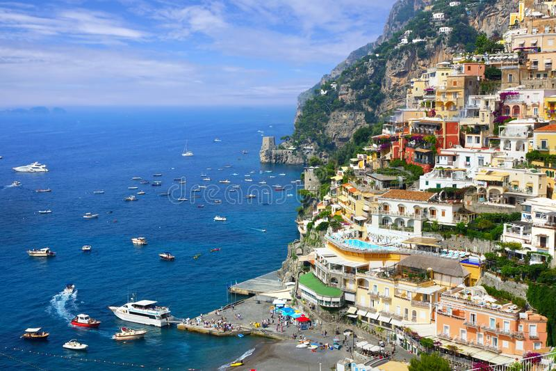 Positano colorido ao longo da costa de Amalfi de Itália, vista do porto fotos de stock