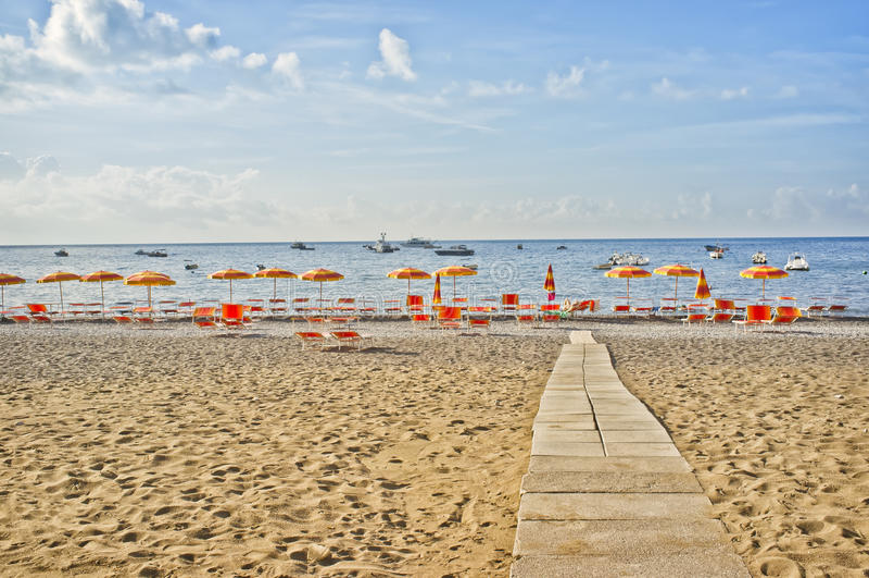 Positano Strand, Amalfi-Küste, Italien lizenzfreie stockfotos
