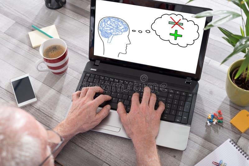 Positief gedacht concept op het laptop scherm royalty-vrije stock foto's