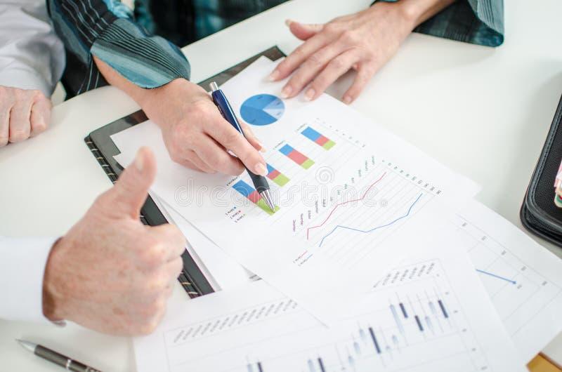 Positieve financiële resultaten stock foto