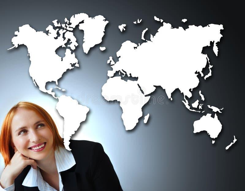 Positieve onderneemster en kaart van de wereld. vector illustratie