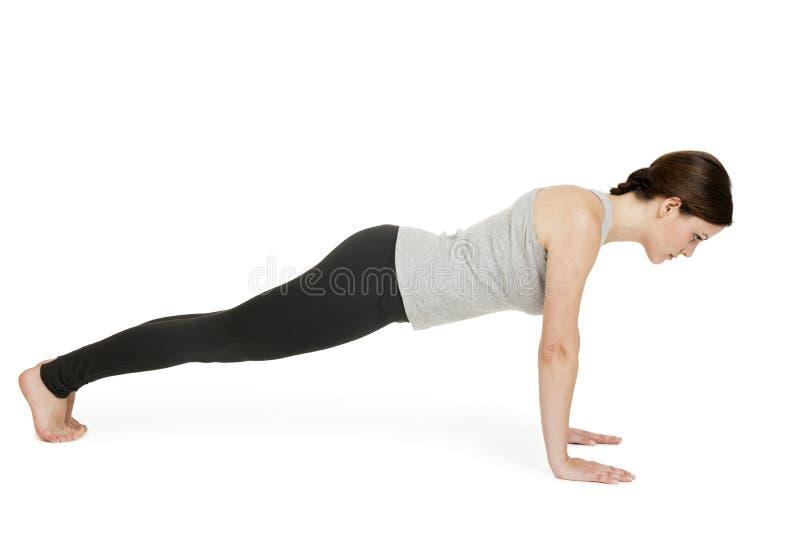 Position_chaturanga de gris de femme de yoga photo stock