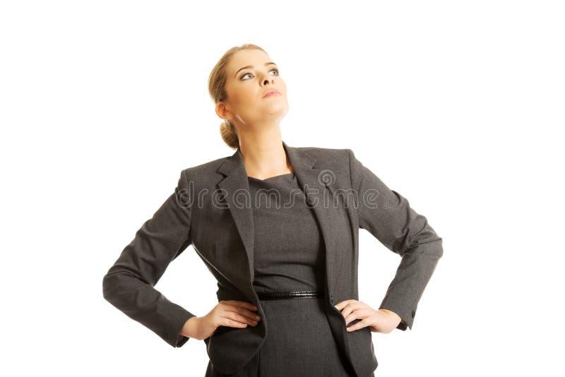 Position confiante de femme d'affaires photos stock
