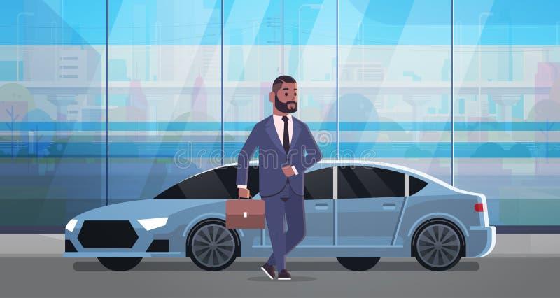 Position d'homme d'affaires près d'homme de luxe d'afro-américain de voiture dans la valise de participation de costume allant tr illustration libre de droits