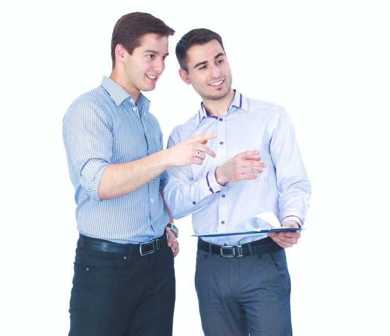 Position d'hommes des jeunes deux, d'isolement sur le fond blanc image libre de droits