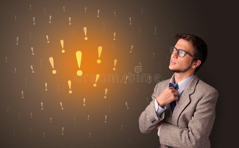 Position de personne avec le concept de signe d'exclamation images libres de droits