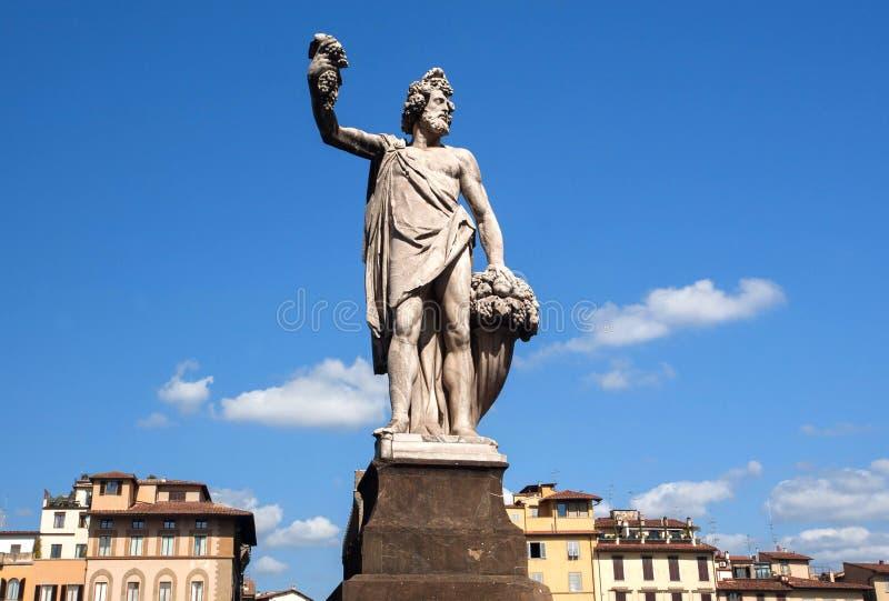 Position de sculpture en Dionysus sur la rue de Florence Le dieu de la raisin-récolte, de la vinification et du vin de Firenze, I images libres de droits