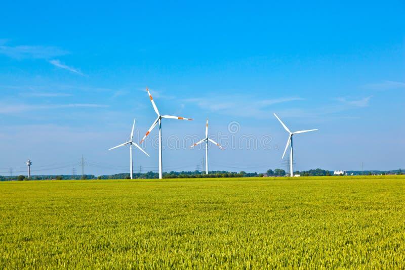 Position de wowers d'énergie éolienne images libres de droits