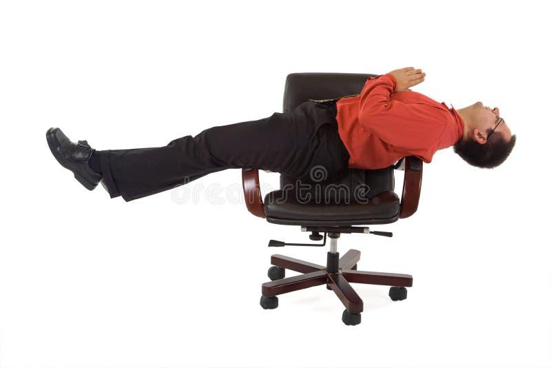 Position de yoga de relaxation de bureau image stock Fauteuil de bureau position relaxation