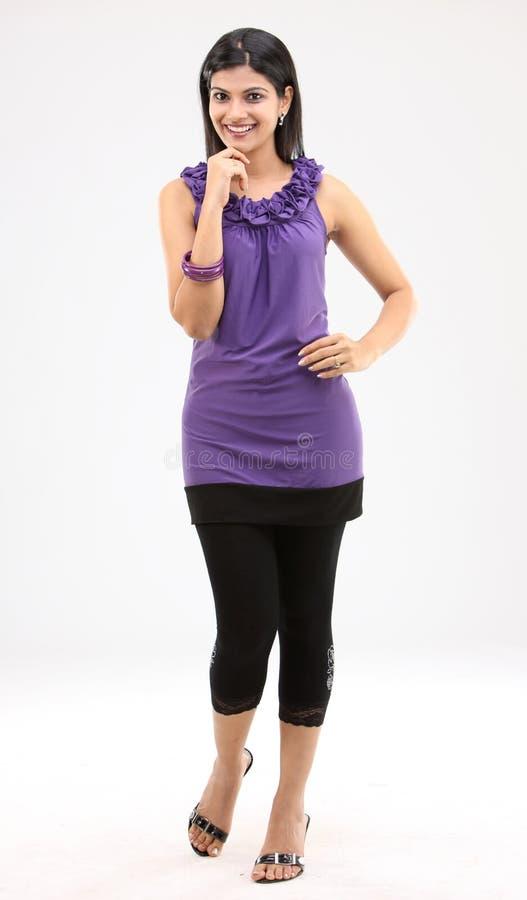 position gentille de pose de fille à la mode photo stock