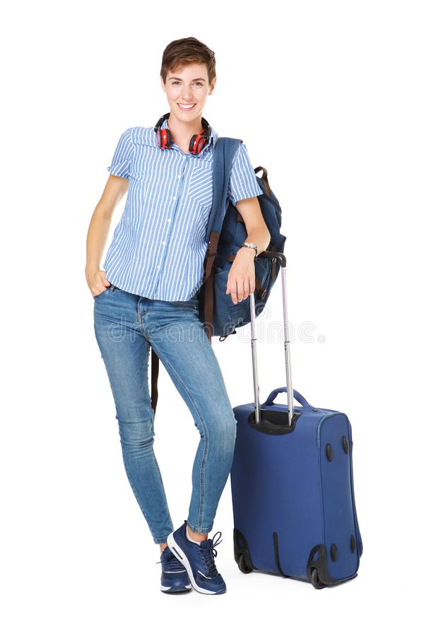 Position heureuse intégrale de jeune femme avec le bagage sur le fond blanc d'isolement images stock