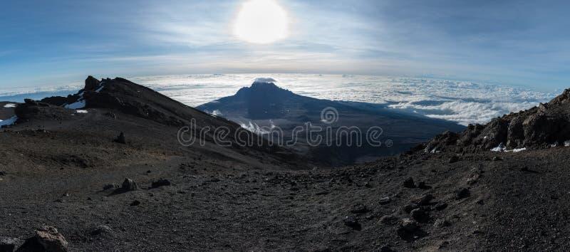 Position panoramique de crête de Mawenzi adoptée de Stella Point près du dessus du mont Kilimandjaro images stock