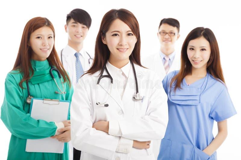 Position professionnelle d'équipe de médecin photo libre de droits