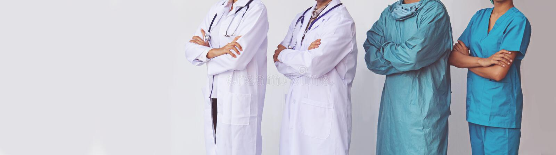 Position professionnelle de médecins et d'infirmières photos libres de droits