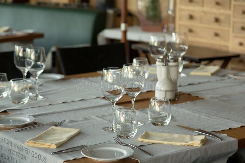 Download Positionnement élégant De Tableau Photo stock - Image du repas, nourriture: 45353222