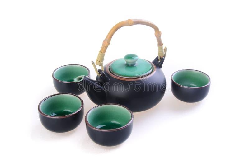 Positionnement de thé chinois avec la couleur noire de cuvettes image libre de droits