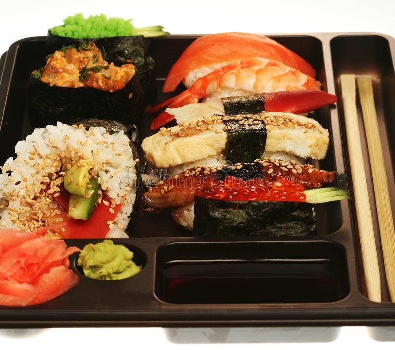 Positionnement traditionnel japonais de sushi photographie stock