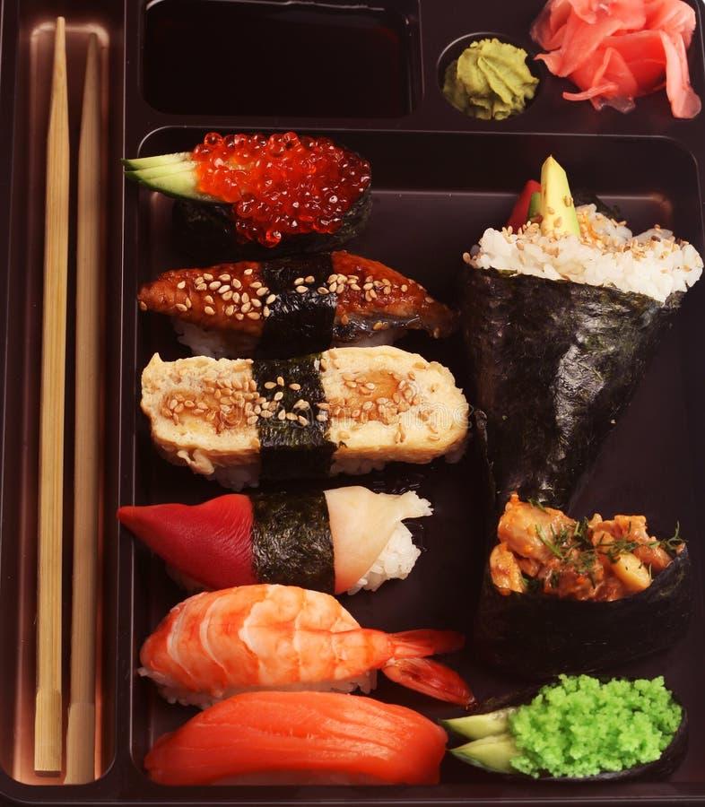 Positionnement traditionnel japonais de sushi photographie stock libre de droits
