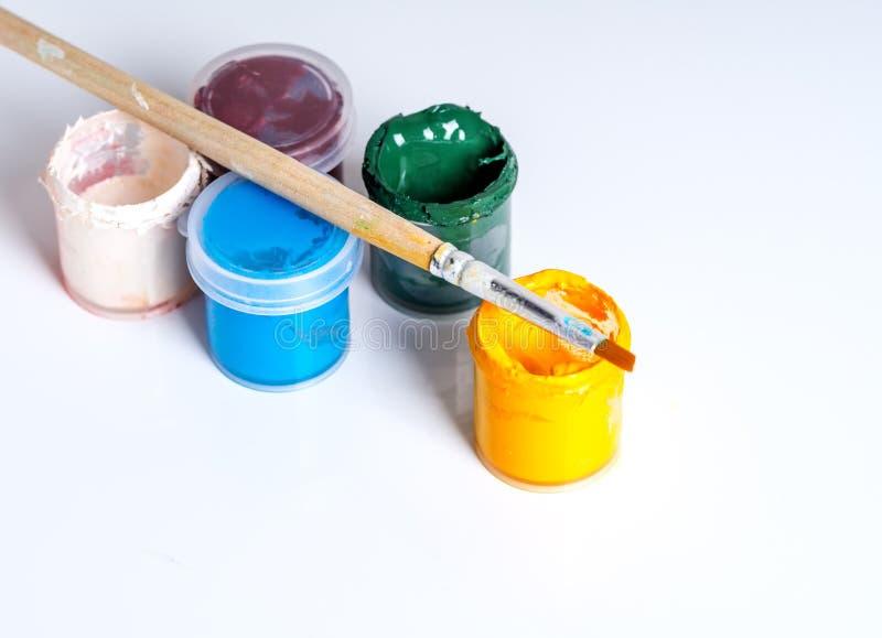 Positions ouvertes de peinture de gouache avec le balai photos libres de droits